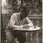 1938-Geza-Frid-componeren-op-het-balkon-Van-Eeghenstraat-Adam