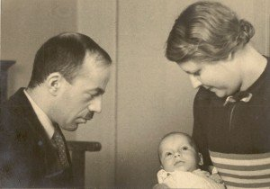 1939-GF-met-vrouw-en-pasgeboren-zoon-