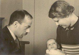 1939: Géza en Ella Frid met hun pasgeboren zoon