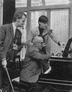 Dick en Christiaan Bor thuis bij Frid, 1964