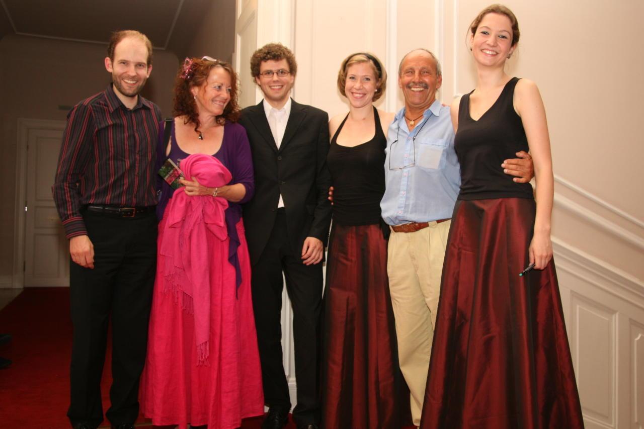 Irah en Arthur Frid met de leden van het Amaryllis Quartett na afloop van de cd-presentatie