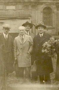 1929 - GF (links) in Montfort l'Amaury met naast hem Maurice Ravel en Zoltán Székely