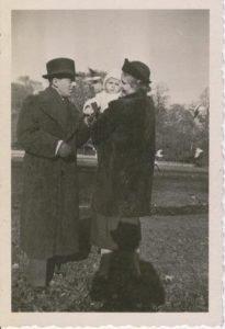 1940 - GF en echtgenote met zoontje Arthur in Vondelpark