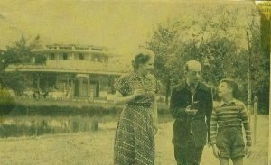 1950 -GF met vrouw en zoon in Vondelpark