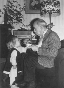 1969 - Géza Frid met kleindochtertje Natascha